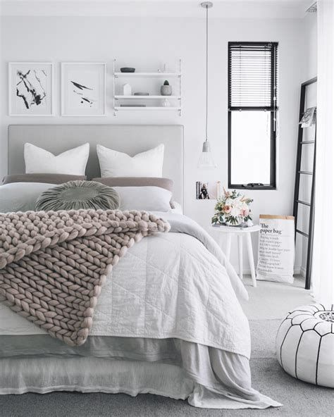 Awesome Grey And White Bedroom Ideas 41