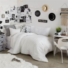 Totally Cute Black And White Room Aesthetic Ideas 32