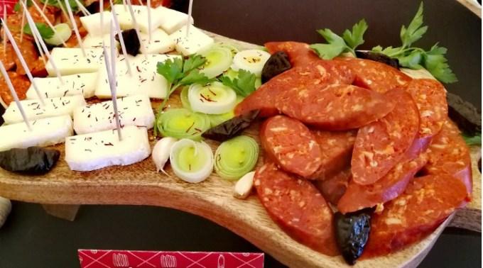 USAMV Cluj-Napoca participă la SlanăFest, cu produse din producția proprie, între care cârnați Mangalița, cotlet haiducesc sau mușchi Montana 1