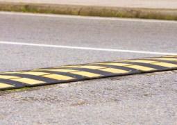 """Cluj. O măsură bună? Primăria vrea să pună praguri de sol în 20 de zone din oraș. Viceprimarul Dan Tarcea: Aproape în fiecare zi se întâmplă accidente cu victime și în foarte multe cazuri sunt implicați șoferi în stare de ebrietate. Tocmai de aceea ..."""" 8"""