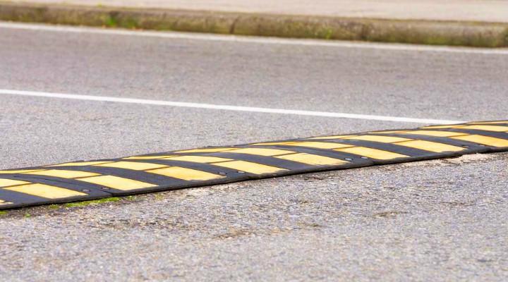 """Cluj. O măsură bună? Primăria vrea să pună praguri de sol în 20 de zone din oraș. Viceprimarul Dan Tarcea: Aproape în fiecare zi se întâmplă accidente cu victime și în foarte multe cazuri sunt implicați șoferi în stare de ebrietate. Tocmai de aceea ..."""" 1"""