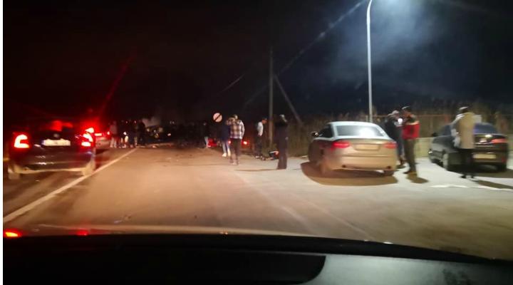 """Accident Cluj. 5 răniți, ciocnire violentă la Peco Mera. """"Ambele sensuri de mers sunt blocate. Foarte multe ambulante și mașini de poliție"""" 1"""
