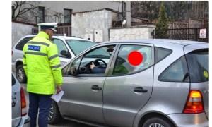 """Poliția Cluj, amenzi pentru părinții inconștienți. ,Plânge când vrem să îl așezăm în scaun...""""  ,,Dacă îl țin în brațe este mai protejat..."""" 5"""