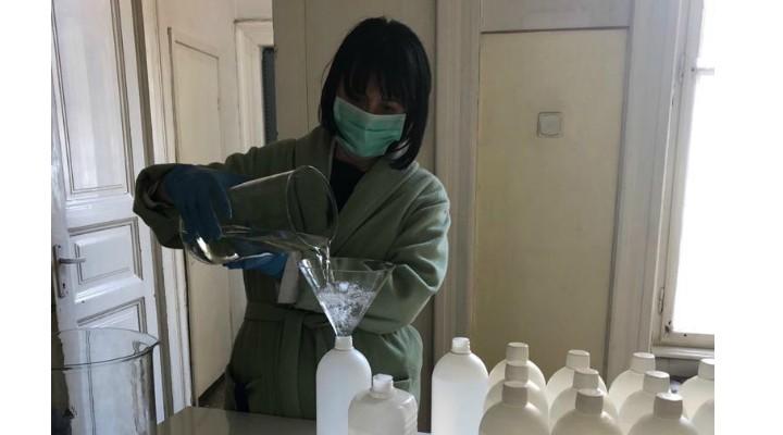 UMF Cluj produce dezinfectant pe care îl donează Spitalului Clinic Județean de Urgență. 2