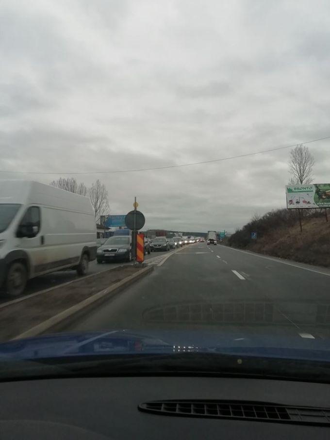 (Foto) Accident Cluj. Patru autovehicule s-au ciocnit la Vâlcele. Două persoane au fost transportate la spital 7