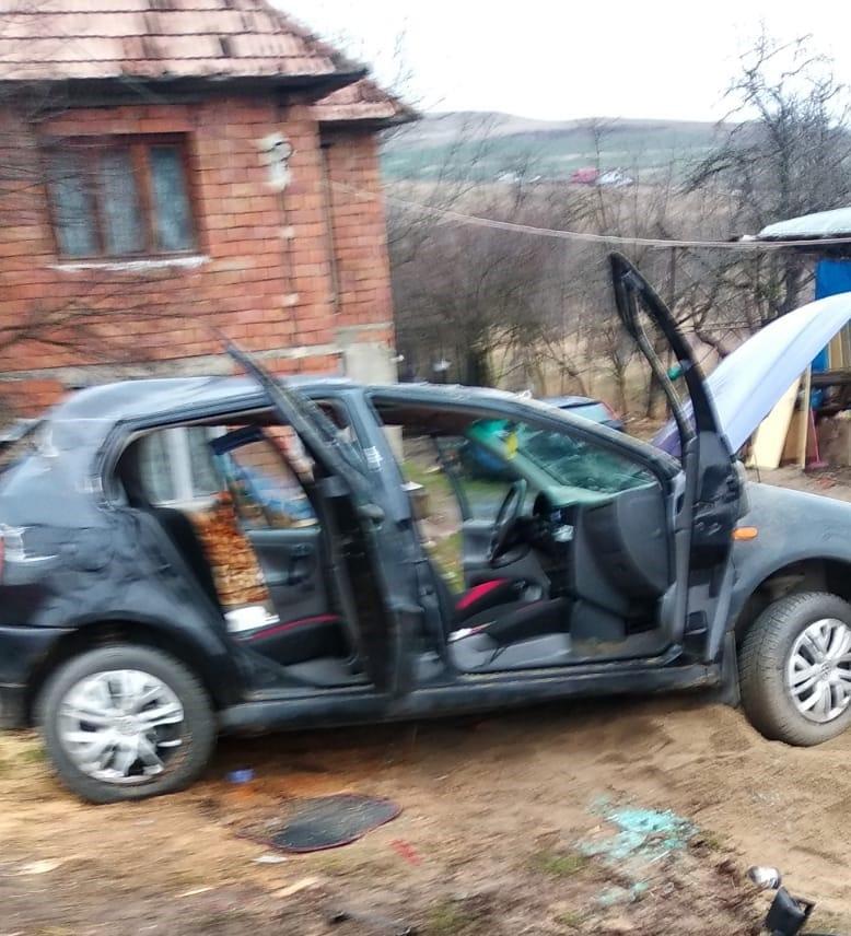 (Foto) Accident Cluj. Patru autovehicule s-au ciocnit la Vâlcele. Două persoane au fost transportate la spital 3