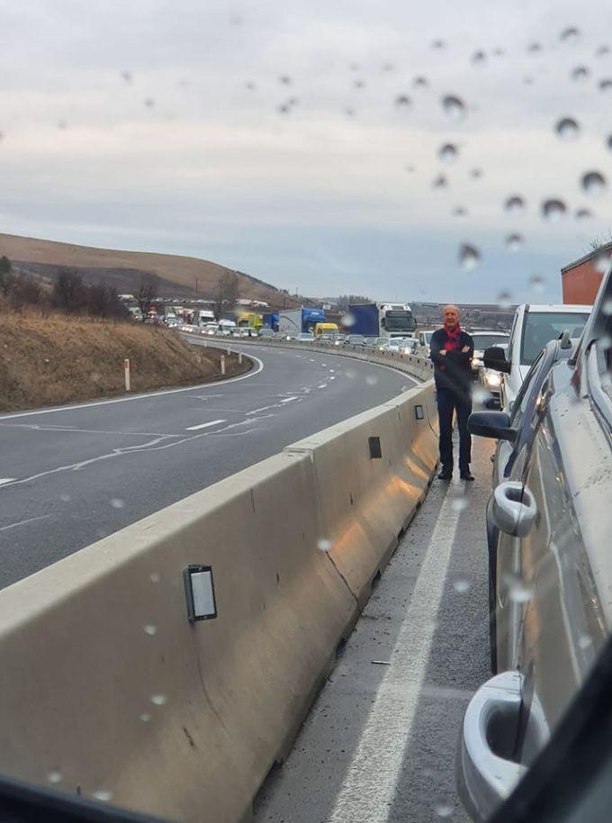 (Foto) Accident Cluj. Patru autovehicule s-au ciocnit la Vâlcele. Două persoane au fost transportate la spital 11