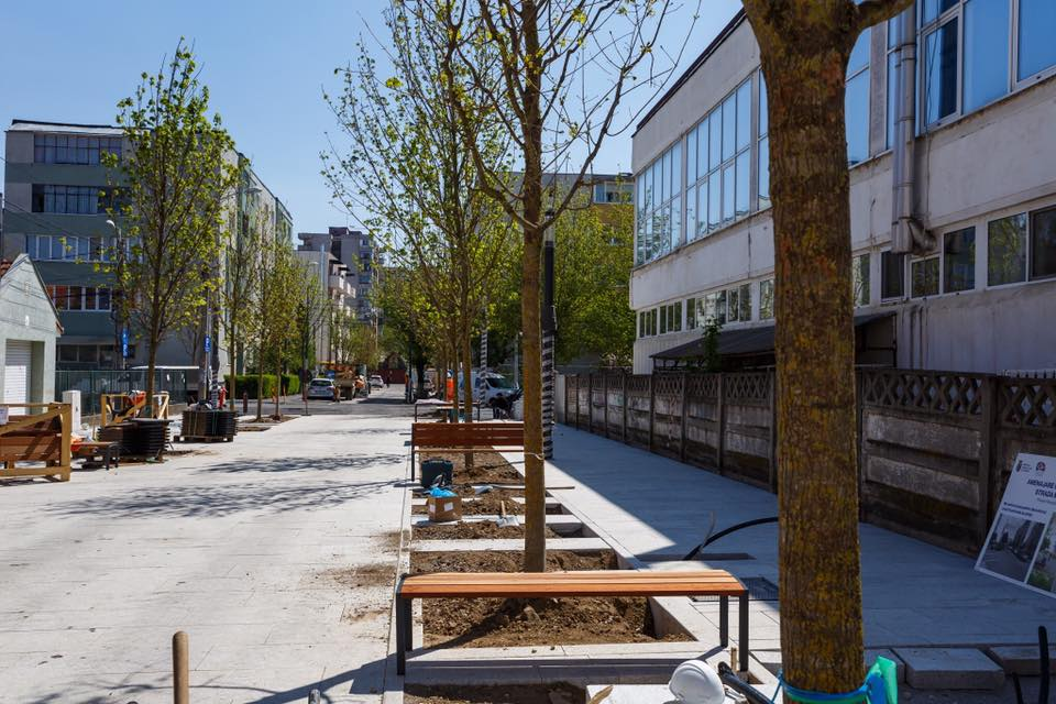 """Cluj. Parcuri în toate cartierele! Emil Boc: """"Ne concentrăm atenția să creăm asemenea zone de verdeață (n.r. la fel ca Parcul Între Lacuri) și de petrecere plăcută a timpului în aer liber, în toate cartierele orașului.  Cele două modele ..."""" 7"""