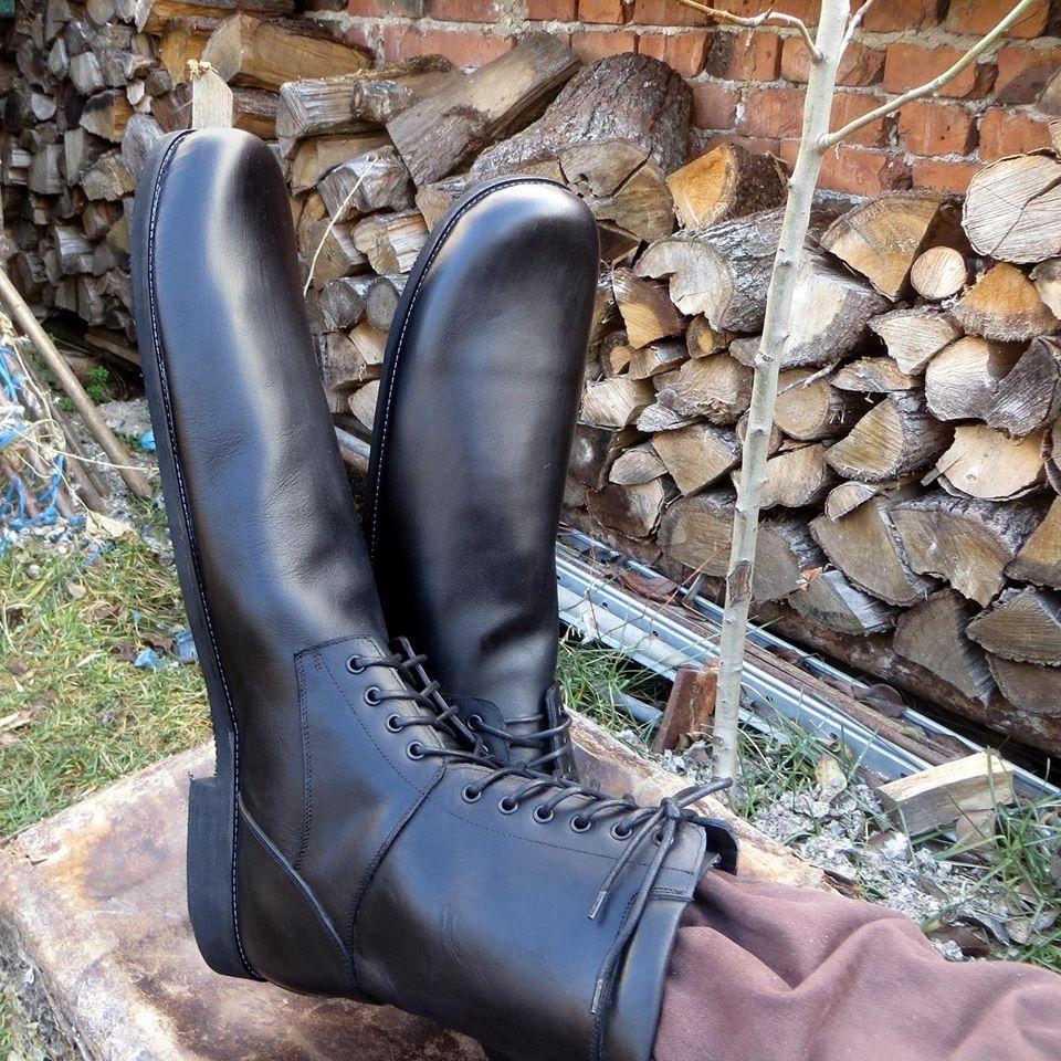 Cluj. Cât costă o pereche de pantofi de distanțare socială inventați de un pantofar clujean 3