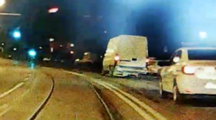 (Video) Tânăr de 20 de ani, băut și fără permis, a furat o autoutilitară din fața unui hotel din Cluj Napoca și a fost urmărit prin tot județul. Polițiștii au tras focuri de armă 1