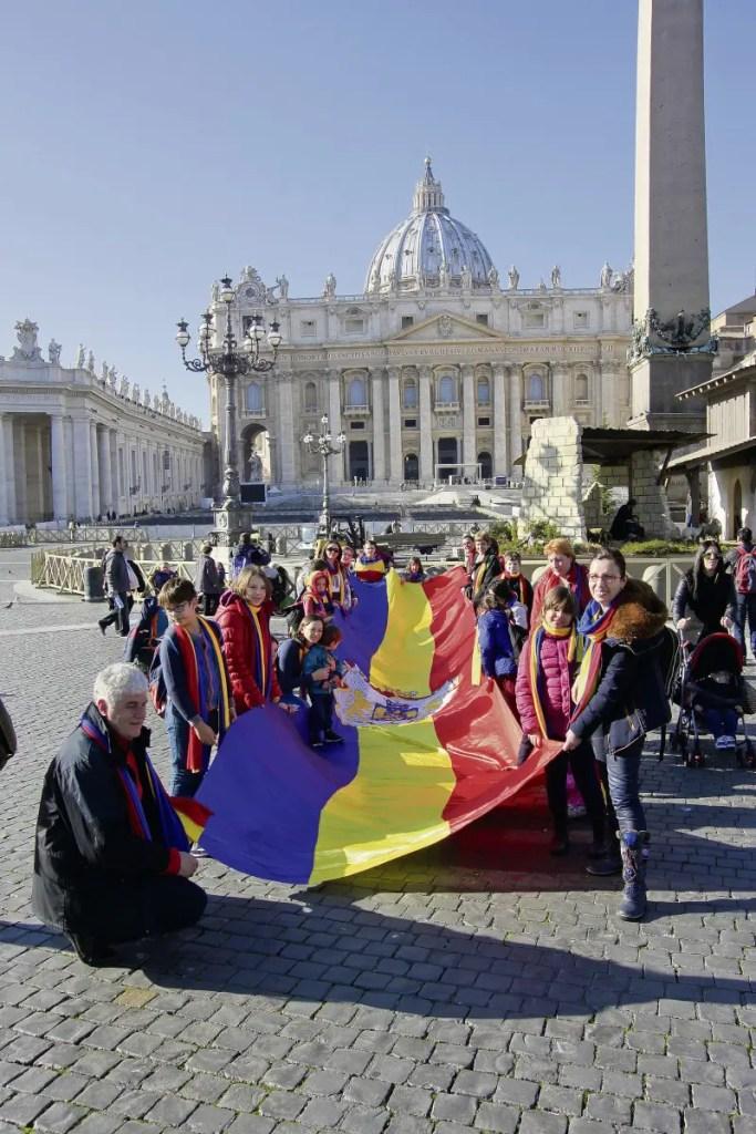 cor de copii din Cluj l-a colindat pe Papa Francisc