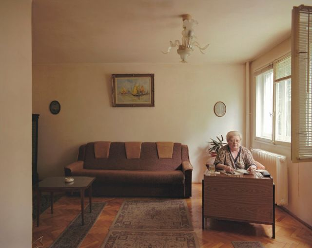 10-identical-apartments-10-different-lives-documented-by-romanian-artist-10__880