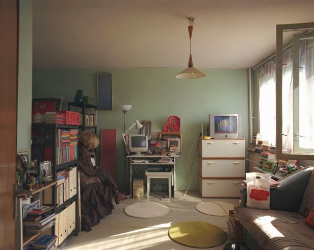 10-identical-apartments-10-different-lives-documented-by-romanian-artist-5__880