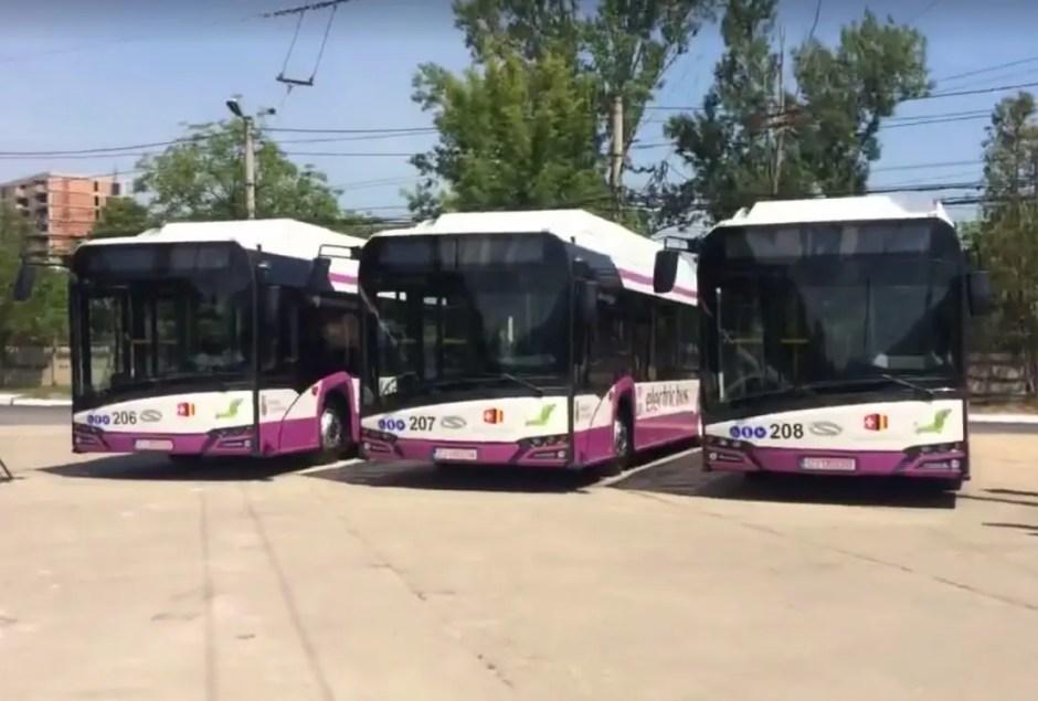 Zece autobuze electrice au fost puse în circulaţie, de astăzi, pe străzile din Cluj-Napoca