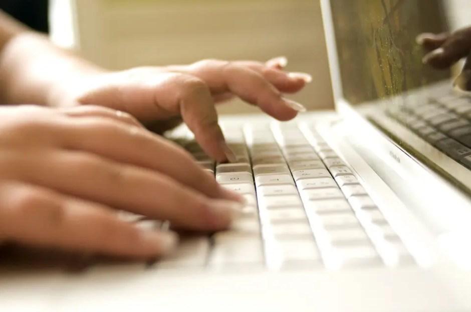 O carcasă laptop defectă trebuie grabnic înlocuită
