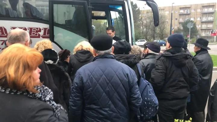 500 de enoriaşi din Cluj duşi cu autocarele la sfinţirea Catedralei Mântuirii Neamului din Bucureşti
