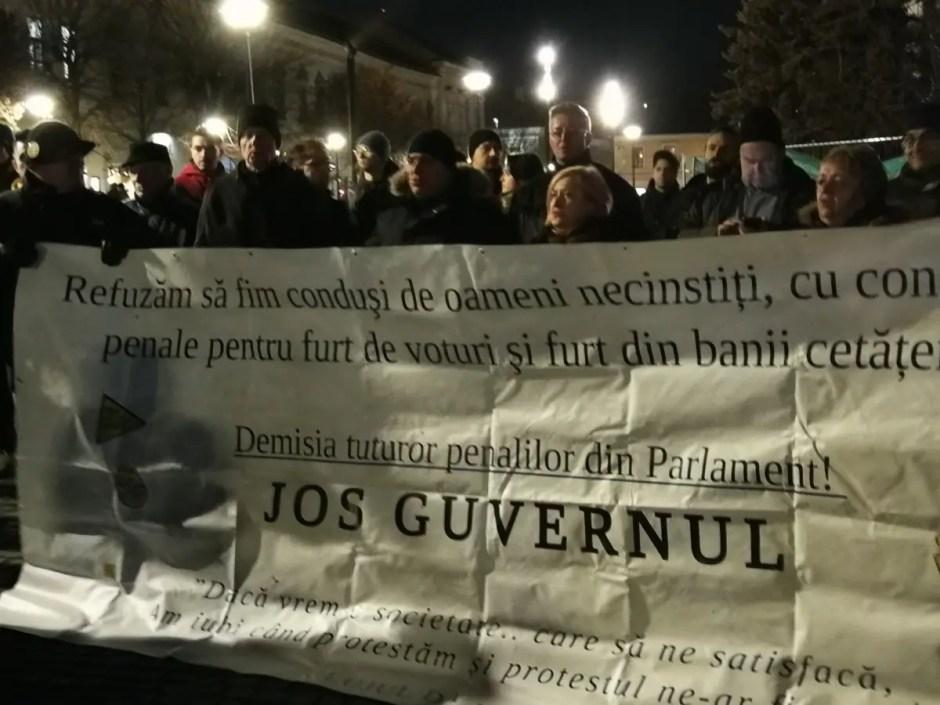 A doua zi de proteste la Cluj! Oamenii o susţin pe Laura Codruța Kovesi