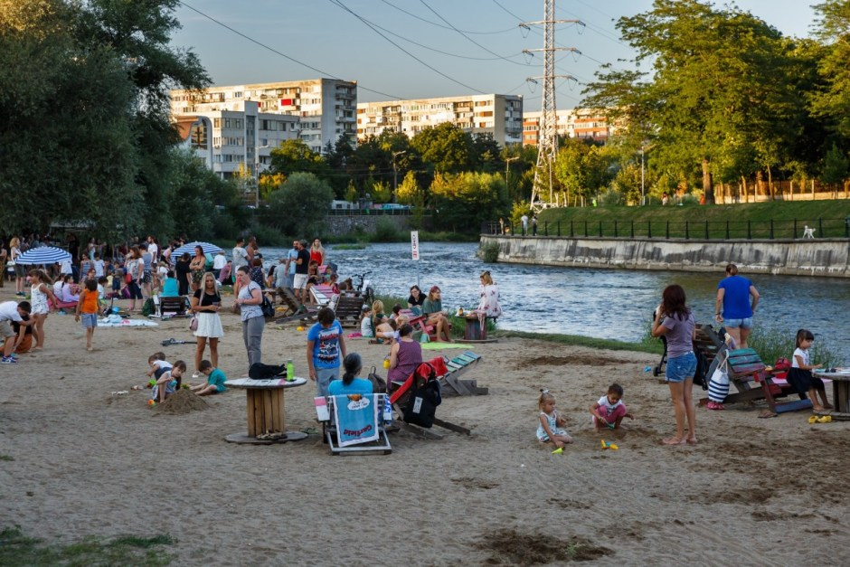 Proiect: părinţii din Cluj-Napoca vor primi bani pentru plata bonelor