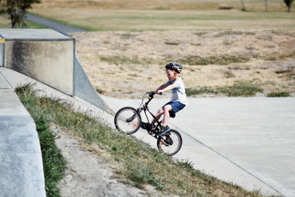 3 moduri distractive de a-l ajuta pe cel mic să facă mișcare