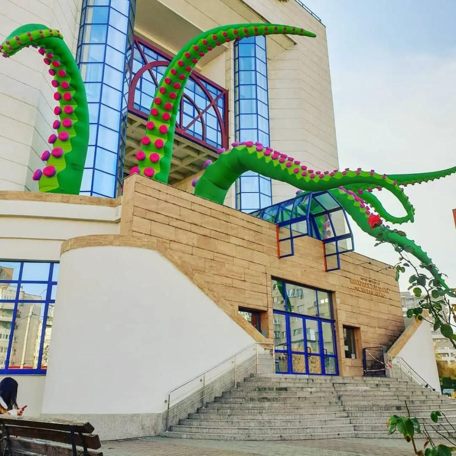 Tentaculele   Biblioteca Judeţeană Cluj are o nouă înfăţişare în cadrul unui proiect Lights On România