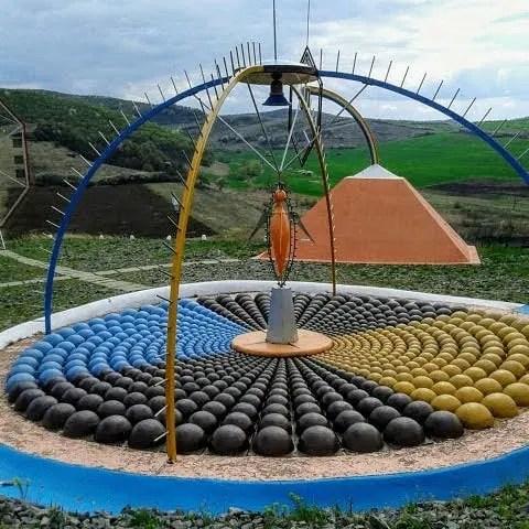 Ansamblul Monumental de la Tăușeni din judeţul Cluj – o altfel de creație artistică
