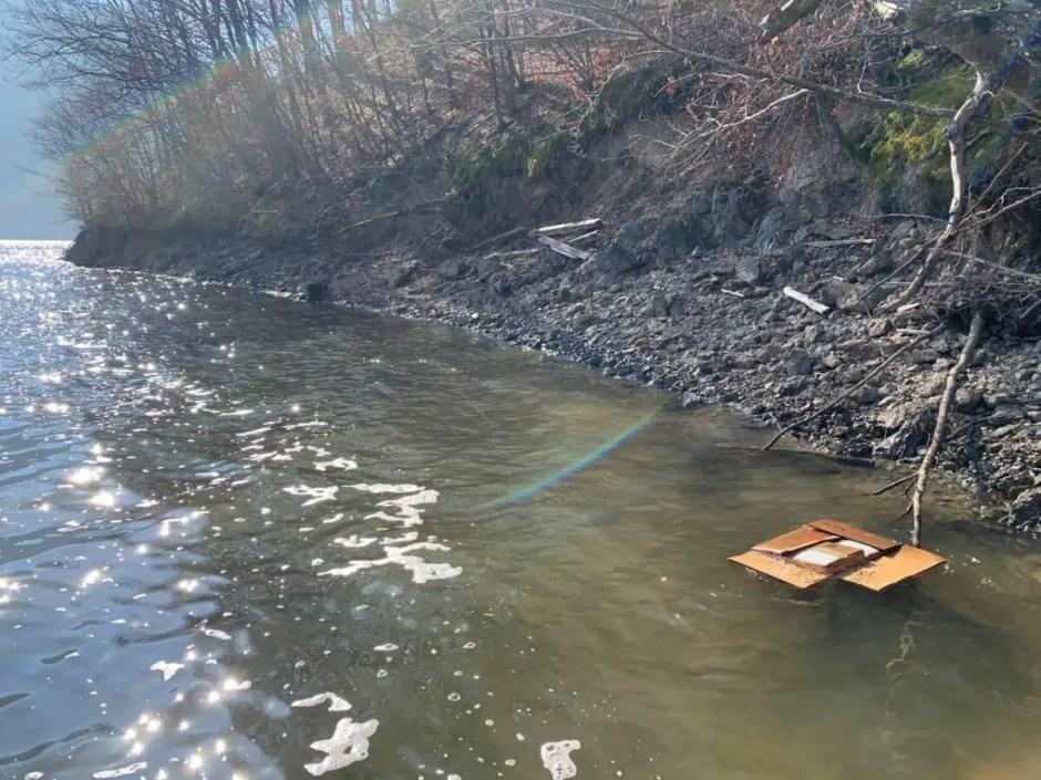 Rezultate parţiale: apa din Tarniţa nu a fost contaminată de medicamentele aruncate în lac