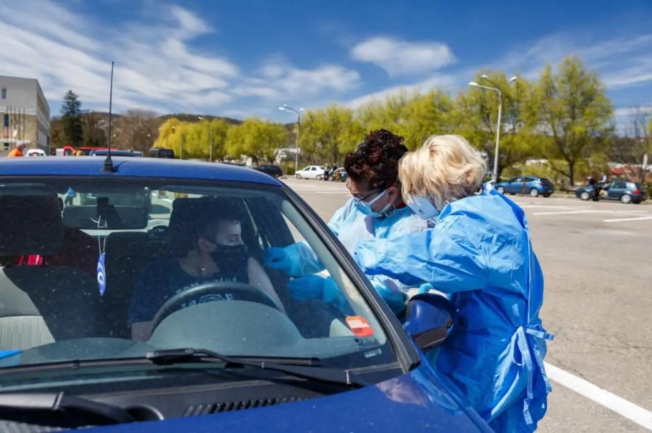 Centrul de vaccinare direct din mașină de la Cluj este operațional