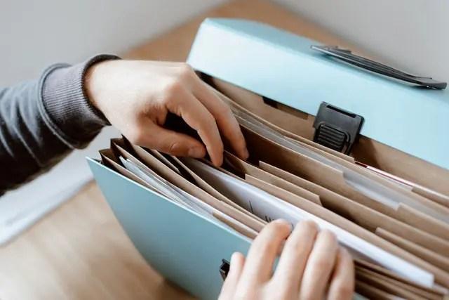 Necesitatea achiziţionării şi utilizării dosarelor din plastic la birou