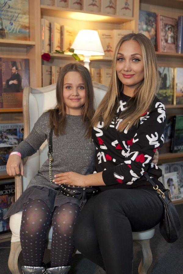 Евгения Власова рассказала о дочке: девочке уже 16 лет