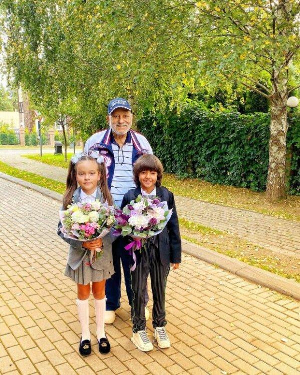 Діти Філіпа Кіркорова пішли в школу: як зараз виглядають ...