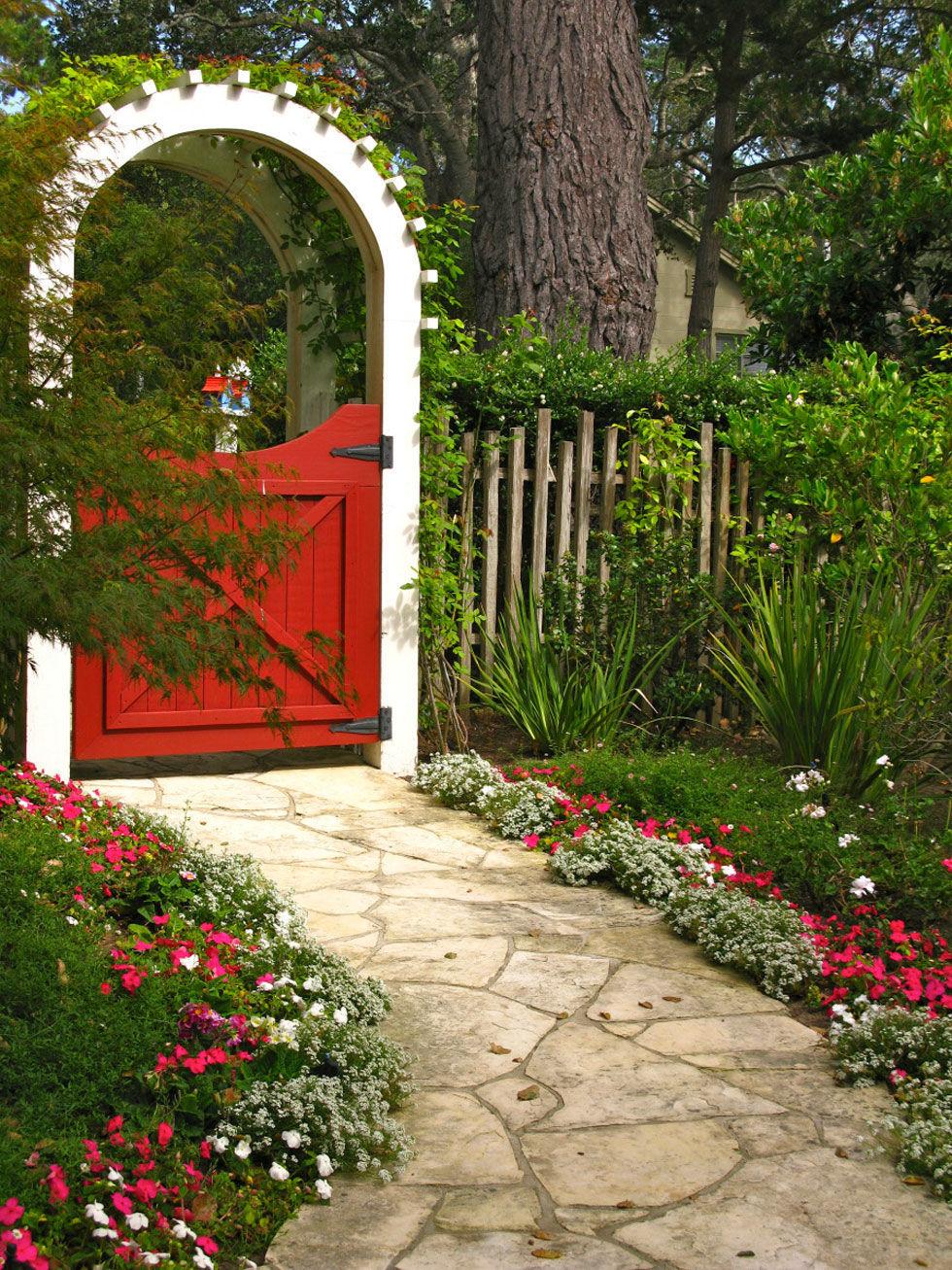 Garden Gates - Backyard Decorating Ideas on Gate Color Ideas  id=42603