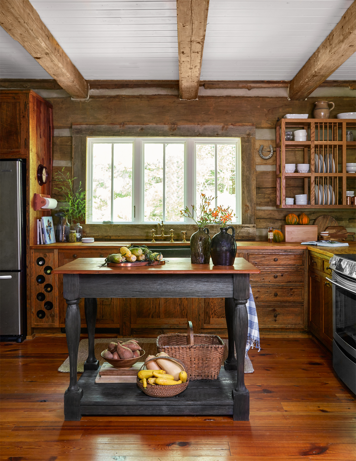 Julie and Jimmy Cash Log Cabin - Tennessee Log Cabin on Rustic:mophcifcrpe= Cottage Kitchen Ideas  id=28963