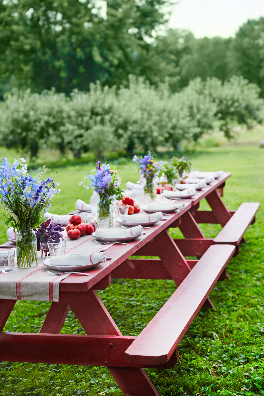 37 Table Decoration Ideas For A Summer Garden Party ... on Backyard Table Decor id=81587