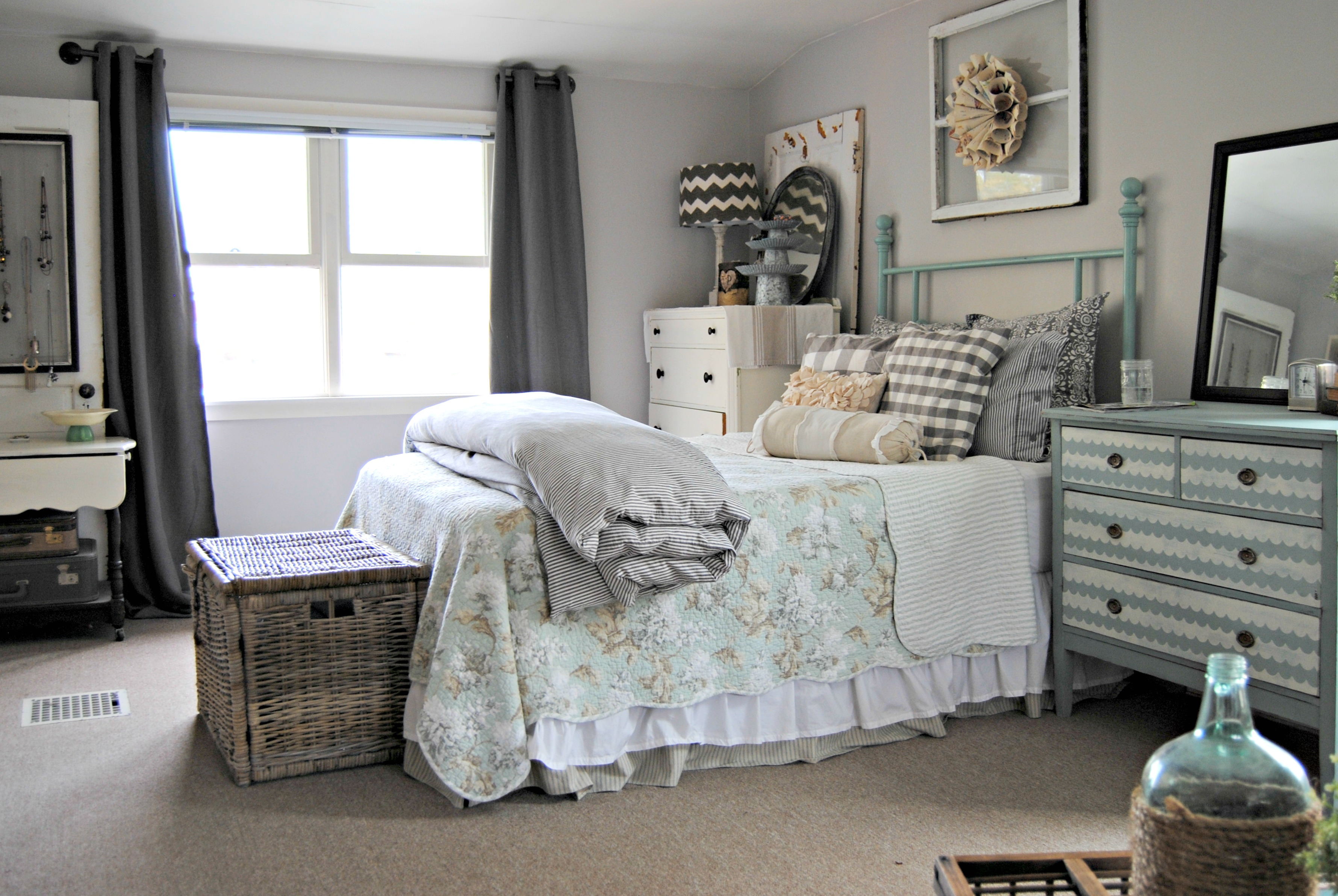 Cheap Design Ideas — Bedroom Decorating Ideas on Cheap Bedroom Ideas  id=63369