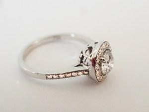 Parure bague collier et boucles en or blanc et diamants