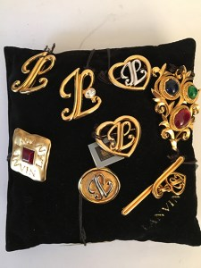 Lot de 8 broches bijoux Lanvin fantaisie