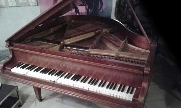 Piano A.SCHINDLER entier ouvert