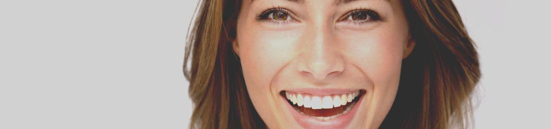Dentiste Invisalign Implant Dentist patient smile