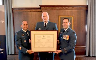 76 COMMUNICATION REGIMENT WELCOMES HONORARY COLONEL JIM KYTE