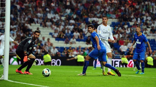 Cristiano Ronaldo passed 300 club goals with a hat-trick against Getafe