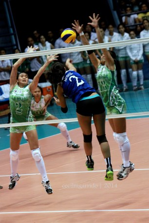 Valdez challenging the defense of Marano and Demecillo