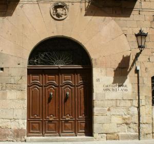 Puerta Colegio Mayor Montellano