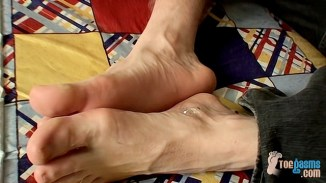 toegasms male feet
