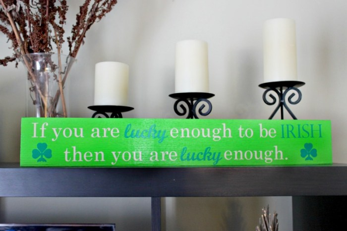 St. Patrick's Day Craft : DIY Wood Sign