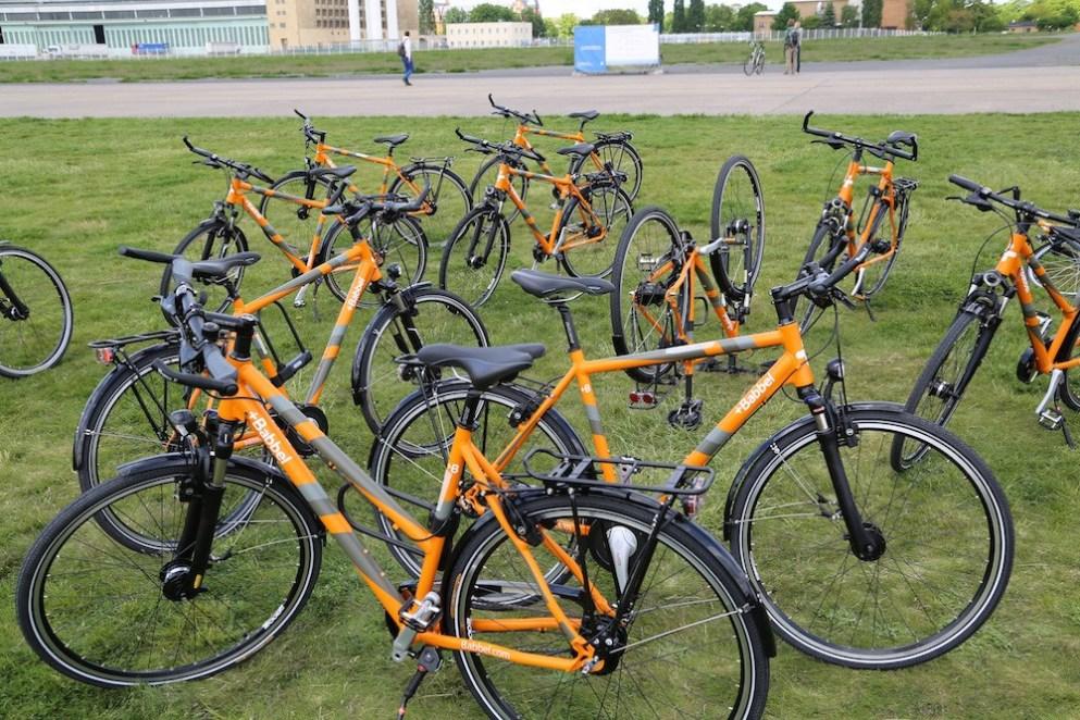 Bicicletas de serviço em vez de carros: de bicicleta na pista de ultrapassagem – e três vezes ao redor do mundo