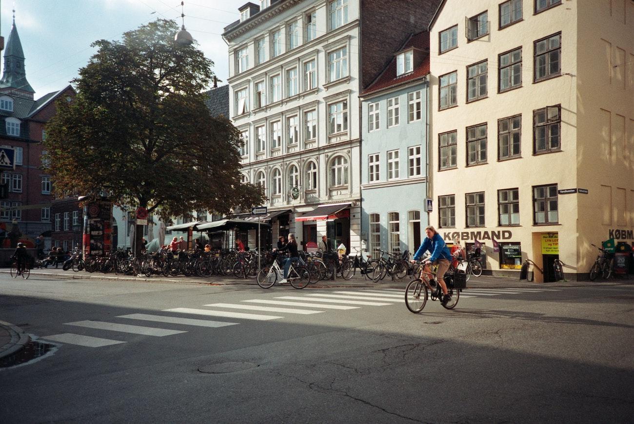 Mann Radfahren in Dänemark