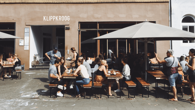 8 German Phrases Native Speakers Never Actually Use