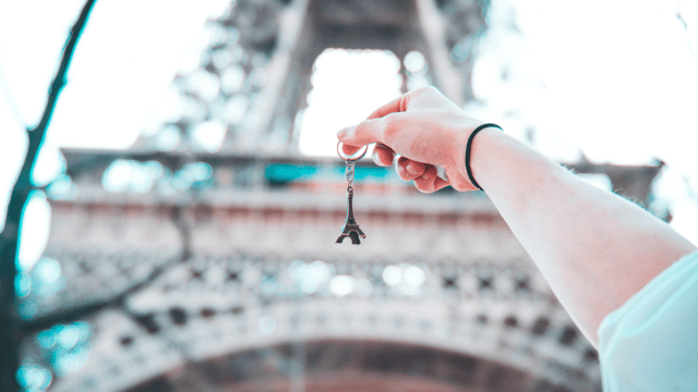 How To Buy Souvenirs That Your Friends And Family Will Actually Like