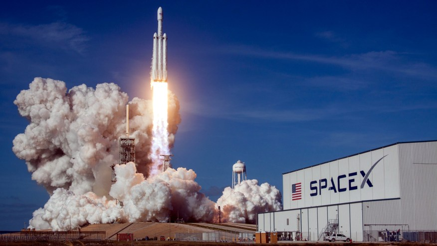SpaceX's Falcon Heavy rocket is the envy of China and Europe. Why isn't  NASA on board? — Quartz