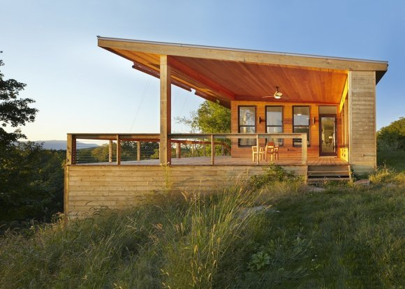 Uphill Sloping Modern Cedar House With Large Deck